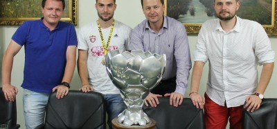 Púchovčan Andrej Kadlec priniesol pohár majstra Slovenska do Púchova
